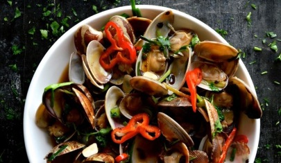 clams-2-with-bok-choy-in-bowl